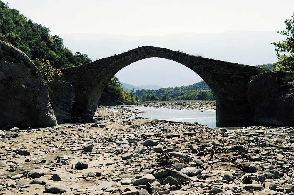 Brücke am EIngang zur Lengarica-Schlucht