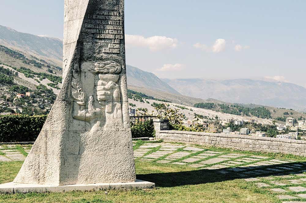 Denkmal in Gjirokastra