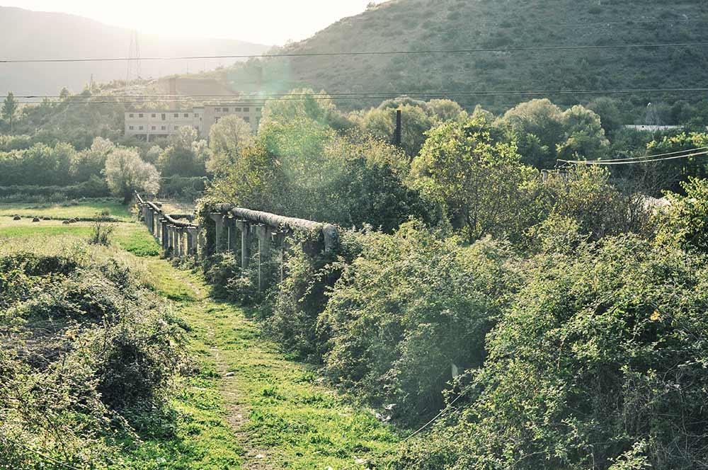 Verlassene Fabrik in der Nähe von Berat