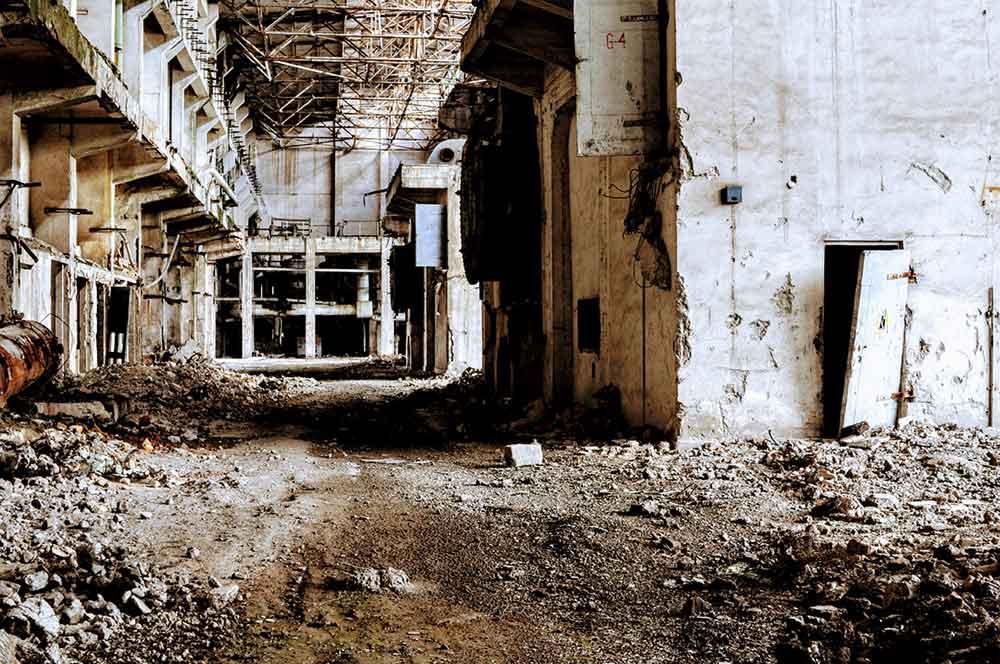 Das Innere des Kraftwerks von Fier