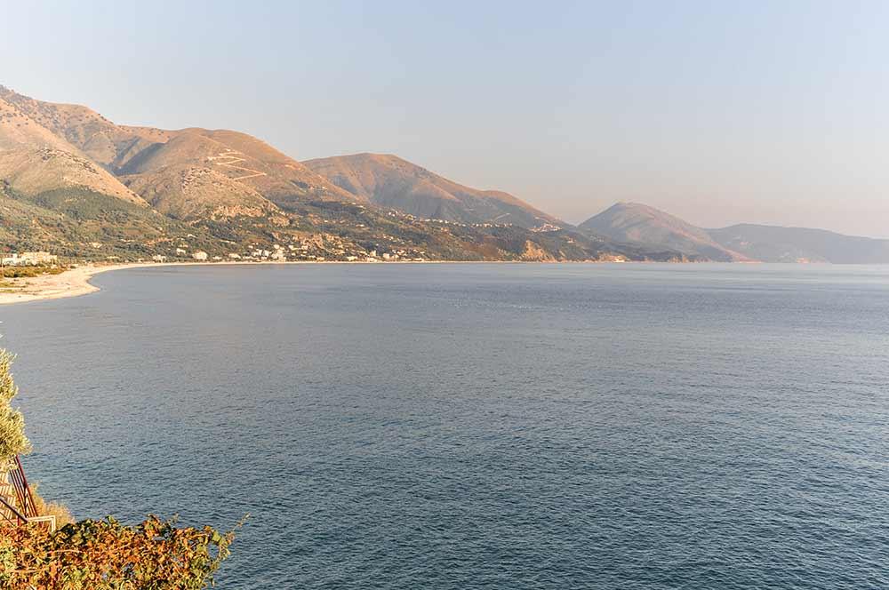 Die Albanische Riviera am Abend
