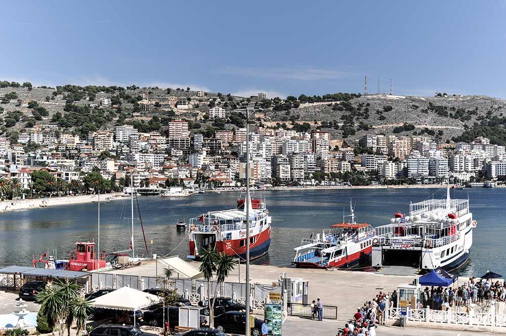 Der Hafen von Saranda an der Albanischen Riviera
