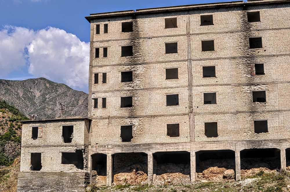 Das Gefängnis Spaç von außen