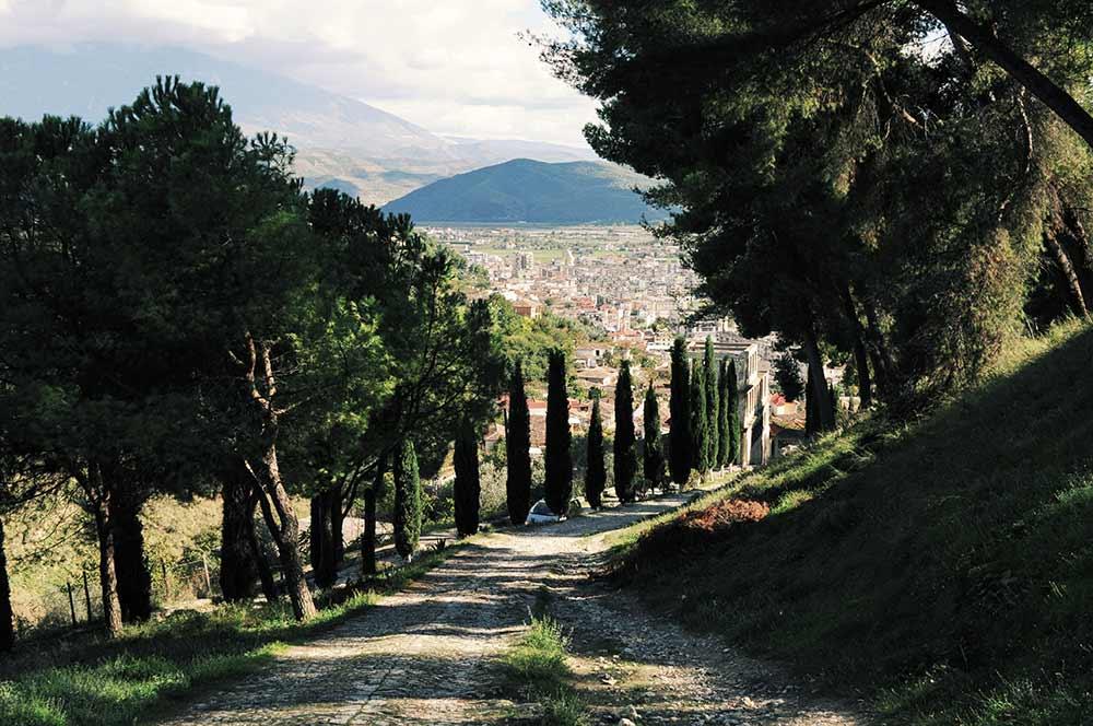 Steiler Weg zwischen Berat und der Burg