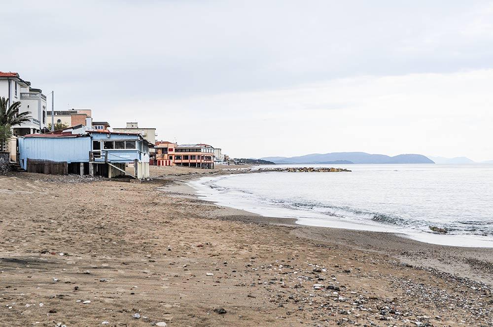 Ein Strand in der Toskana im Mittelmeer-Land Italien