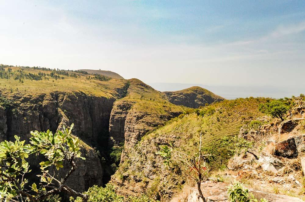 Eines der Nil-Länder: Das Bild zeigt die Landschaft in Burundi in der Nähe der Nil-Quelle. Burundi ist das erste Land, durch das der Nil fließt.
