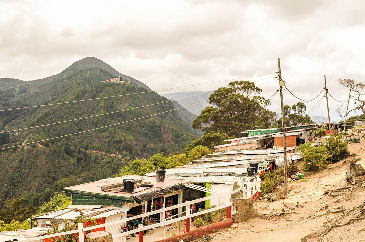 Auf dem Bild ist die Hauptstadt von Kolumbien zu sehen. Bogotà liegt etwa 500 Kilometer vom Äquator entfernt.