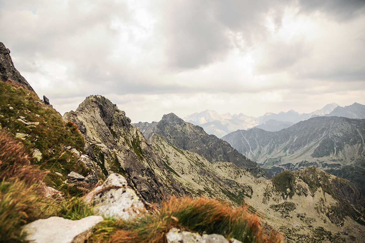 Auf dem Bild ist die Hohe Tatra zu sehen. Hier verläuft die Grenze von Polen und seinem Nachbarland Slowakei.