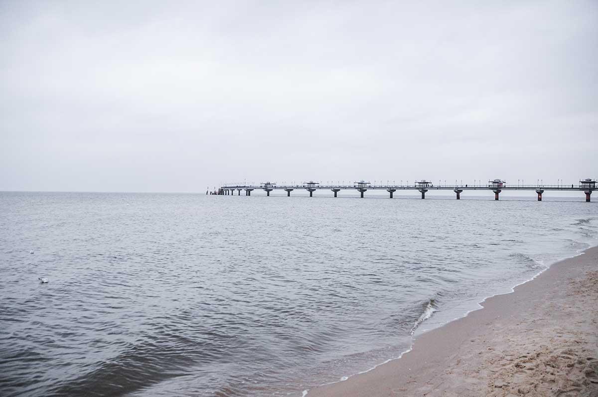 Hier grenzt Polen an die Ostsee. Im Bild ist die Pier von Misdroy, nicht weit entfernt von der Grenze Polens zu seinem Nachbarland Deutschland.
