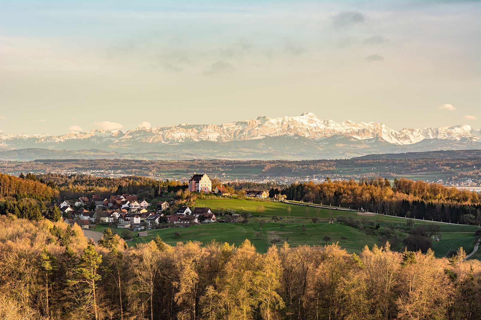 Die Bodenseelandschaft von der Halbinsel Bodanrück aus gesehen