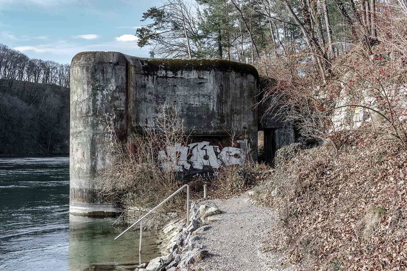 Bunker am Rhein im Schweizer Kanton Zürich
