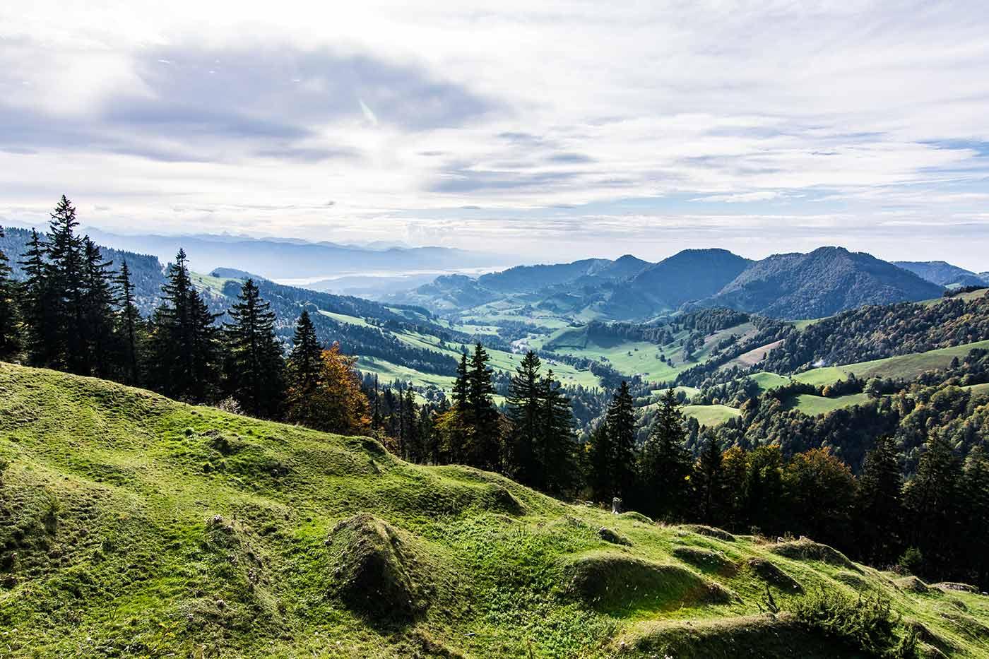 Im Schweizer Kanton St. Gallen - auf der anderen Seite des Zürichsees liegt der Kanton Schwyz