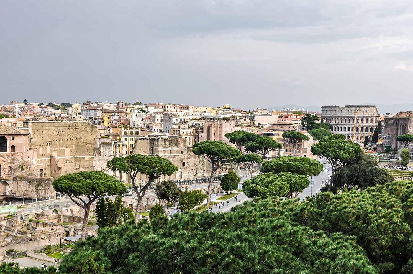 Blick auf die Stadt Rom in der italienischen Region Latium