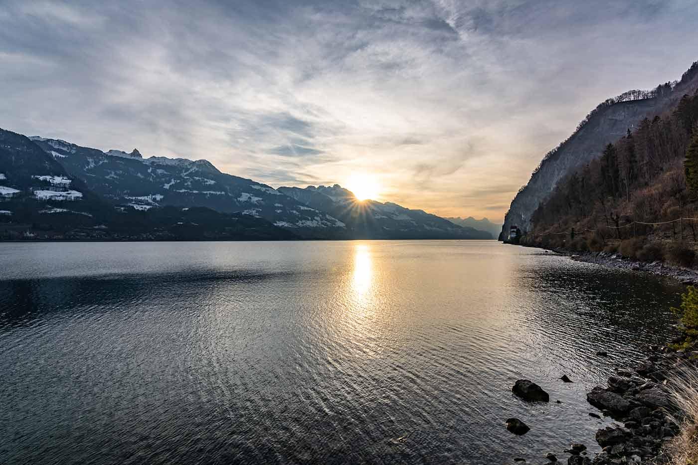 Am Walensee in der Schweiz - hier verläuft die Grenze zwischen den Kantonen St. Gallen und Glarus