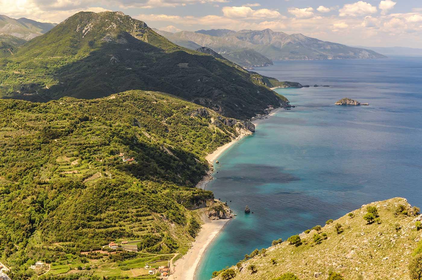 Die Küste des Lands Griechenland in Europa