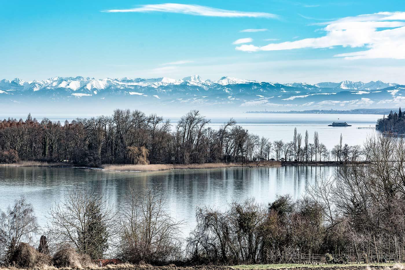 Im Bild ist die Aussicht über den Bodensee in der Nähe des Hotels in Litzelstetten zu sehen.