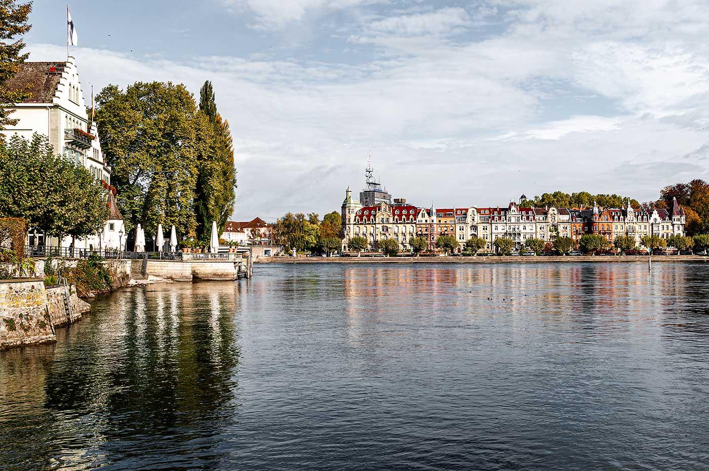 Auf dem Bild ist die Lage des schönsten Hotels am Bodensee zu sehen